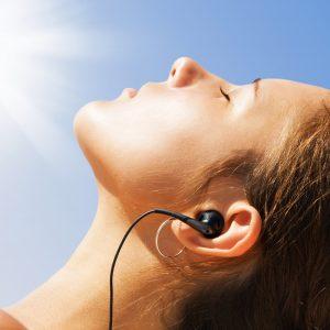 Exposição ao Sol sem proteção deixa marcas na pele e nos olhos