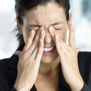 Coçar os olhos pode ser prejudicial à saúde ocular