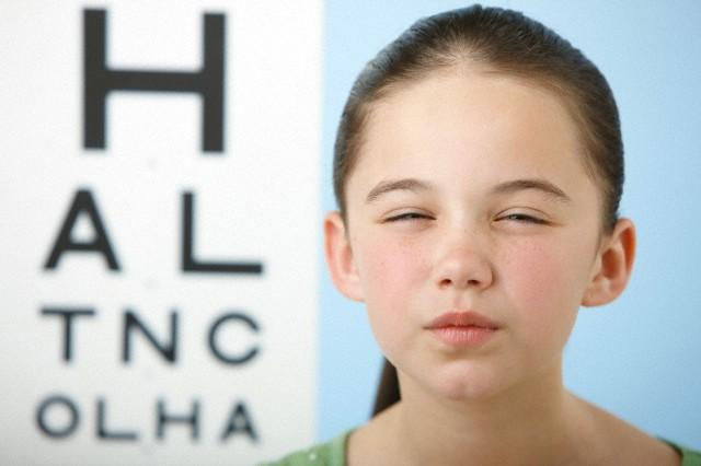 Problemas de refração na visão e a vida escolar