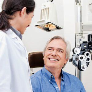 Com qual frequência devo consultar um oftalmologista?