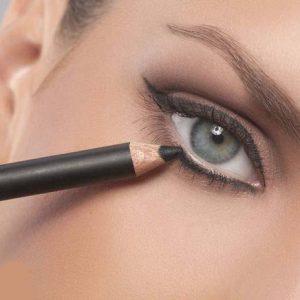 O uso de maquiagem nos olhos com segurança e sem exageros