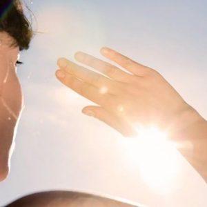 Fotofobia: o incômodo nos olhos de quem não consegue olhar diretamente para a luz