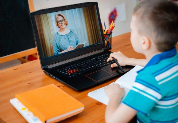Aulas on-line e a saúde dos olhos